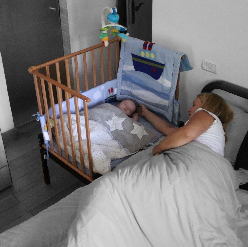עריסת תינוק נצמדת